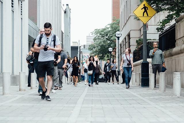 chodci na pěší zóně.jpg